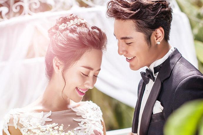 婚纱摄影作为一门特殊的技巧,在拍摄婚纱照的时候显得尤为的重要,因为这可以直接的取决于拍摄出来的婚纱照好不好看。