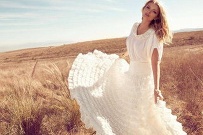 一对新人在踏入婚姻的殿堂前,肯定是要拍一套婚纱照的,留下年轻时爱的印记,在以后的日子里可以慢慢回味,所以很多新人都会选择拍婚纱照的,或独特,或温馨,总有一款适合你。