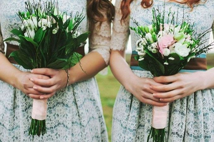 每一个人都应该是要结婚的,从我国的传统开始,新娘结婚就需要会有伴娘,伴娘是在婚礼中起到一个非常大的作用的,因为新娘当天可能会因为穿的衣服而行动不便,且事情比较繁多,这时候伴娘就会发挥出最大的作用,帮助新娘解决一些事物。不过大家都会有一些疑问,结婚了还可以当伴娘吗?今天就和小编一起来看一下吧。