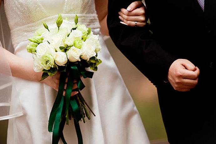 婚博会即婚庆博览会,是在各地举办的以婚纱摄影、婚庆服务、婚庆礼品、婚宴场地、婚纱礼服、结婚首饰等为主题的展览会,目前婚博会的概念越来越广,包括结婚相关的边缘服务,如房屋装修、新婚家电、新婚家具、新娘化妆、蜜月旅行等。中国婚博会是基于中国婚博会丰富的品牌商家资源、成熟商业运作模式所打造的集线上选购预约线下体验式购买的O2O新零售交易平台。下面就和小编一起来看一看2020年中国婚博会时间这个问题吧!