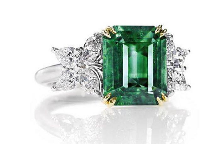 现在的人们买首饰已经不拘于普通的金银了,宝石也成了大家购买首饰前的一个重要选项,那么,祖母绿的价格是多少呢?让我们了解一下。