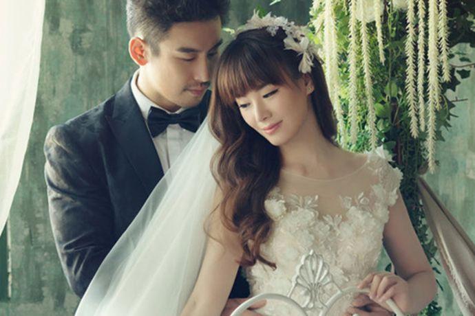 一说到结婚大家首先想到的可能就是要拍婚纱照,说到拍婚纱照可能想到的就是找一个好的婚纱摄影公司,不然婚纱照就白拍了,而且还非常的影响心情。大家在拍婚纱照之前可能都想先了解一下婚纱摄影的价格吧,那么今天中国婚博会小编就给大家介绍一下重庆金夫人婚纱摄影价格。