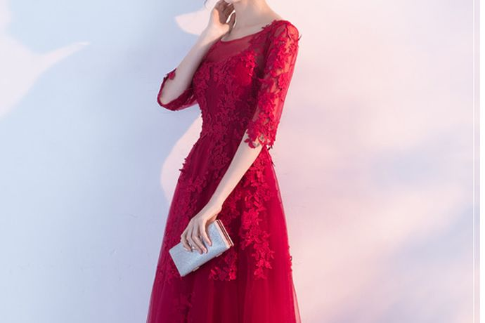 说到小礼服,肯定每个女生的心目中都幻想着自己有一条属于自己的小礼服,好的小礼服不仅能体现出一个人的气质和品味,更是能完美的凸显一个人所有的身材优点,所以大家在挑选小礼服的时候要求也是格外的高,那么艾丽轩专业小礼服品牌怎么样呢?