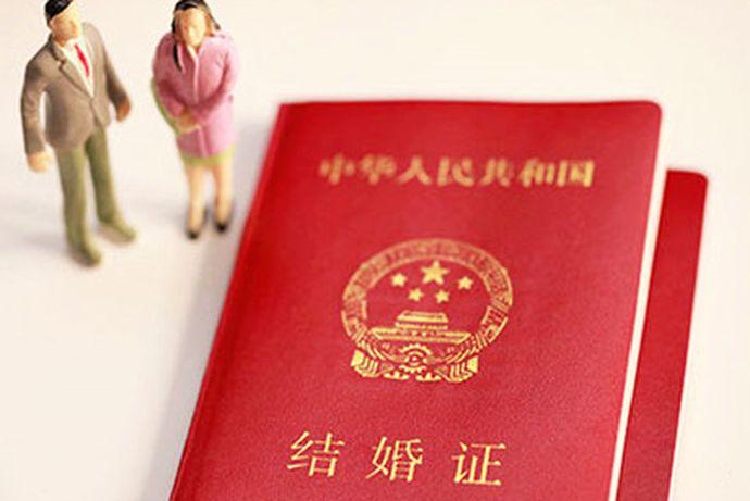 每一个人在面对办结婚证这件事情上都会非常的仔细。因为结婚证是人生中一个非常重要的证件,今天中国婚博会小编为您带来结婚证照片可以散发吗?