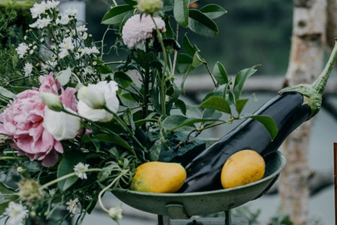 在北京举办婚礼的新人大多数都会请一个婚庆公司,因为婚庆公司可以帮助他们很好解决自己不会的东西。今天中国婚博会小编就为你们带来北京婚庆公司大概多少钱?