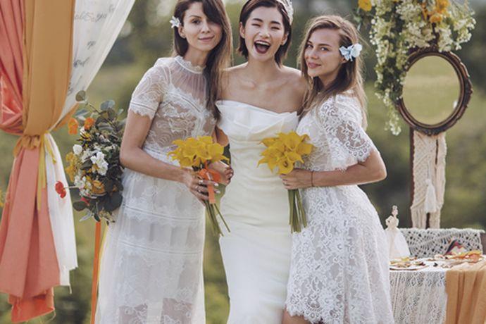 在婚礼上除了新郎和新娘以外,还有非常重要的角色,那就是伴郎和伴娘。今天中国婚博会小编就为你们带来结过婚可以当伴娘吗?想了解的可以看看下面的文章。