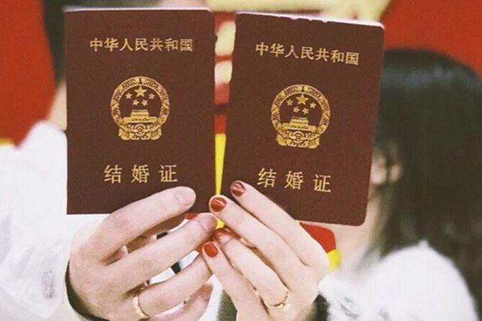 我们都知道在结婚的时候需要准备相关的证件的。在众多的证件中,户口本就是其中一个。今天中国婚博会小编为你们带来结婚为什么要户口本?