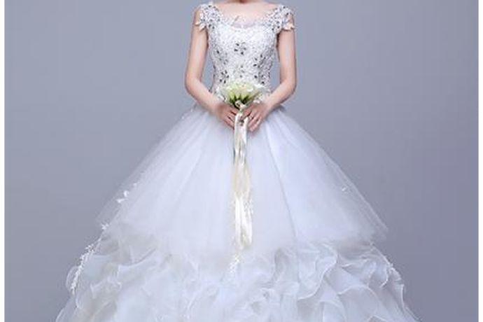 结婚对于每一个人来说都是非常重要的事情,在结婚当天一定要穿一个非常华丽漂亮的婚纱,让自己像一个公主一样嫁出去是每一个女生的梦想,所以很多人想了解长沙婚纱礼服批发市场及长沙的婚纱礼服馆推荐,大家如果感兴趣的话,就和中国婚博会小编一起看下去吧!