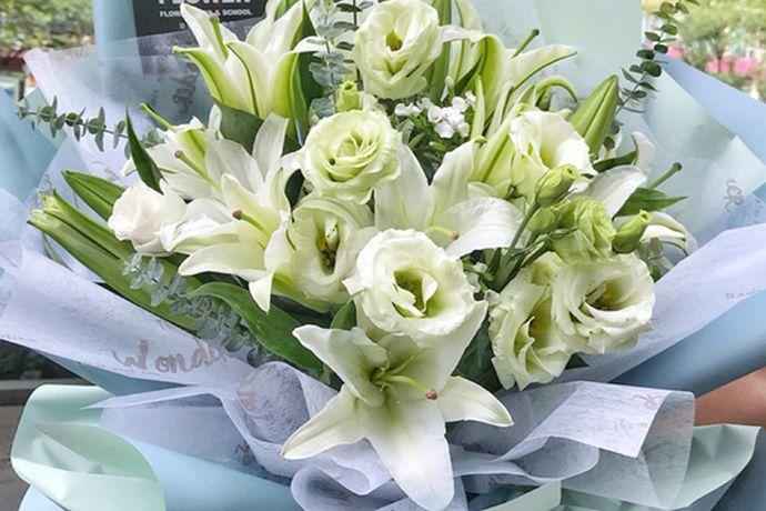 大部分的人在度过结婚纪念日的时候都会有自己独特的度过方法。每一个人都希望自己的结婚周年纪念日能度过的非常难忘,今天中国婚博会小编就为大家带来结婚周年送什么花?