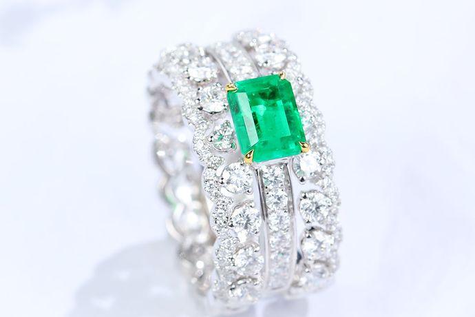 不同的人在当今的生活中都会购买钻石戒指,钻石戒指在购买时候有很多是需要注意的。今天中国婚博会小编就为你们带来钻石切工重要吗?如果说你想了解,可以看看下面的文章。