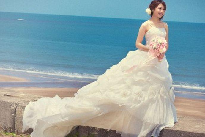 在结婚之前进行的一个最重要的步骤就是拍摄婚纱照了,拍摄婚纱照,对于每一个新人来说,都是极其重视的,所以很多人都想要了解拍婚纱多少钱及选择婚纱摄影工作室的注意事项,大家如果感兴趣的话,就和中国婚博会小编一起看下去吧!