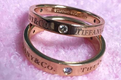 订婚戒指男女都要戴吗
