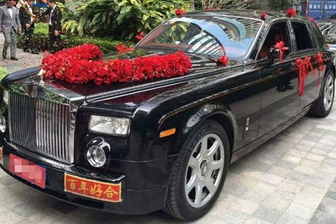 接亲的车队在婚礼中是非常重要的一部分,所以新人在筹备婚礼的过程中,要着重关注这个事情。那么一般租的车需要多少钱呢?可能很多人都不知道,接下来就让小编给大家介绍一下婚礼租车要多少钱,快来和小编一起了解一下吧。