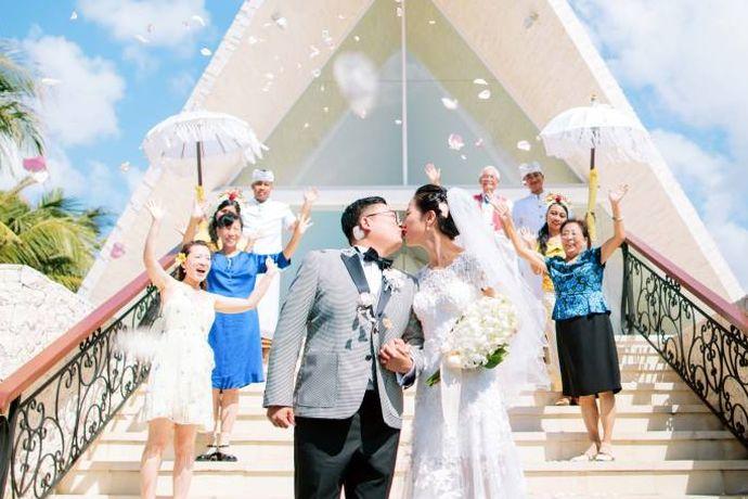 巴厘岛是一个非常浪漫和美丽的地方,很多人都梦想着能够在这里举办一次自己的婚礼。每一个人都会根据自己的经济能力选择适合自己的婚礼场地。今天中国婚博会小编就为大家带来巴厘岛教堂婚礼一般多少钱?