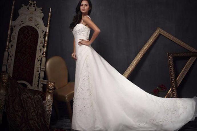 结婚是人的一辈子之中最重要的一件事,随着时代的发展,婚礼的仪式感也越来越被重视,婚纱已经成了婚礼中不可或缺的一种服饰或者说是一种仪式。在挑选婚纱的时候,价格也是一个很重要的筛选条件。那么很多新人不知道婚纱的价格,那么接下来就和小编一起来看看买婚纱多少钱这个问题吧。