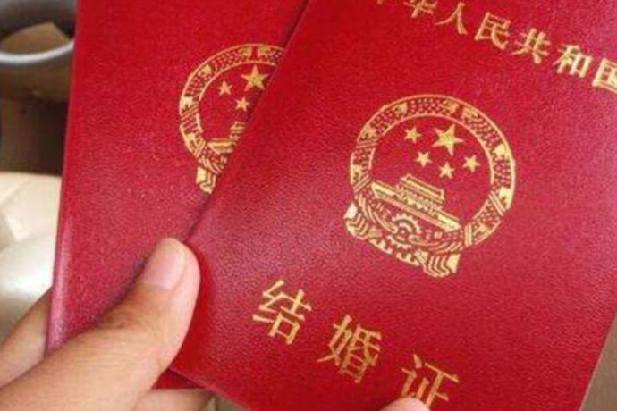 对于中国这个法制社会来说,如果想要成为中国的合法夫妻,那么肯定是要去领取结婚证的。今天中国婚博会小编就为大家带来可以异地办结婚证吗?
