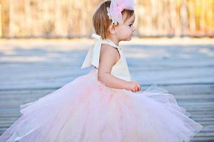 在婚礼上,光有新郎新娘,伴郎伴娘是不行的。我们要选一些孩子来当小花童,那样婚礼上才是最美最热闹的婚礼。那么婚礼中的结婚花童主要做什么呢?
