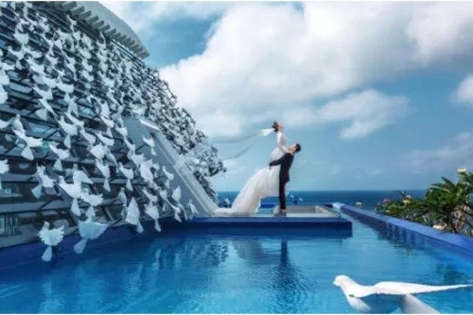 如今传统的摄影方式已经满足不了很多年轻人追求个性、好玩有趣的需求,预算足够的话,不少新人会选择海外旅拍,而巴厘岛因妙不可言的优美景色成为海外旅拍的热门地,同时免签也让巴厘岛对新人而言更有吸引力!那么巴厘岛婚纱摄影前十名有哪些?下面就给大家介绍一波干货,以下排名不分先后~