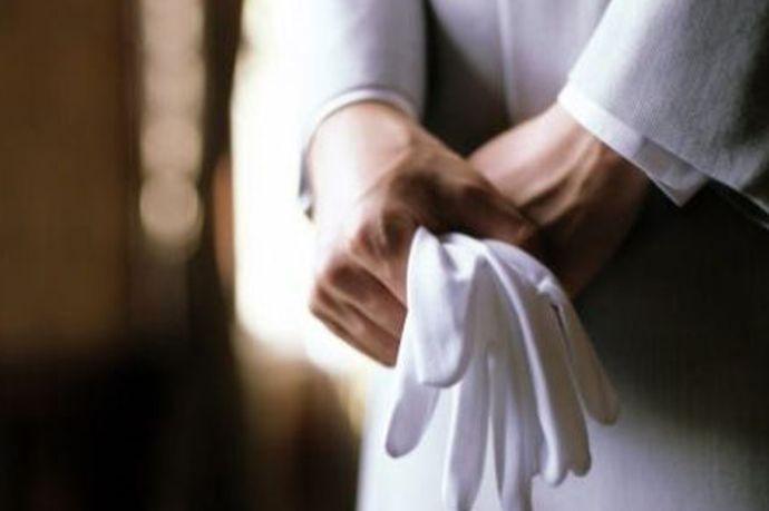 如果你认为整个婚礼是一个表演,那可能是一个不能重复的表演,也不会有机会再重复一遍。婚礼上的每一点成功和遗憾都只能成为永恒。因此,请一个专业的婚礼督导师是个非常必要的选择,她能细心地帮新人处理好各个环节,不让新人为小细节烦心、遗憾。