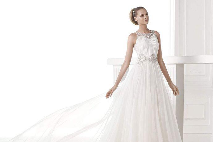 相信很多准备今年年底货明年年初结婚的准新娘们已经开始筹备婚礼了,除了订酒店、找婚庆,最重要就是试穿婚纱了。