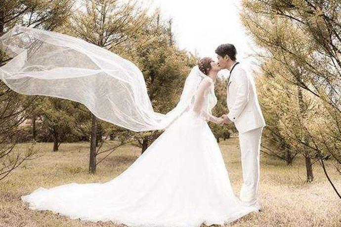 现在婚纱照的风格多种多样,不同的场景元素,不同的新人造型,不同的表情动作,不同的拍摄方法都是能带来不同的婚纱拍摄风格。新人可以根据自身的条件与需求,选出自己心仪的风格进行拍摄。婚芭莎小编整了8种婚纱照风格,快来看看你喜欢哪一种。