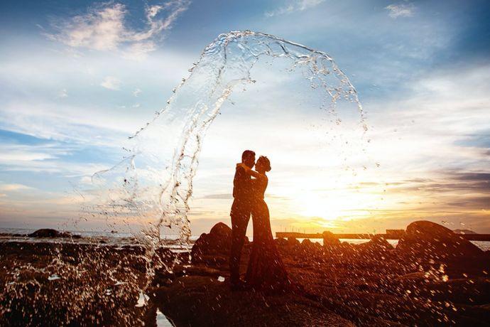 """三亚位于我国的岛省海南的最南端,是国内著名的热带海滨旅游圣地,有""""东方夏威夷""""之称。每年,都有一大波新人前往这个被大自然宠爱的城市拍摄婚纱照,婚芭莎小编今天就给大家介绍一下那几个最受新人们喜爱的景点。"""
