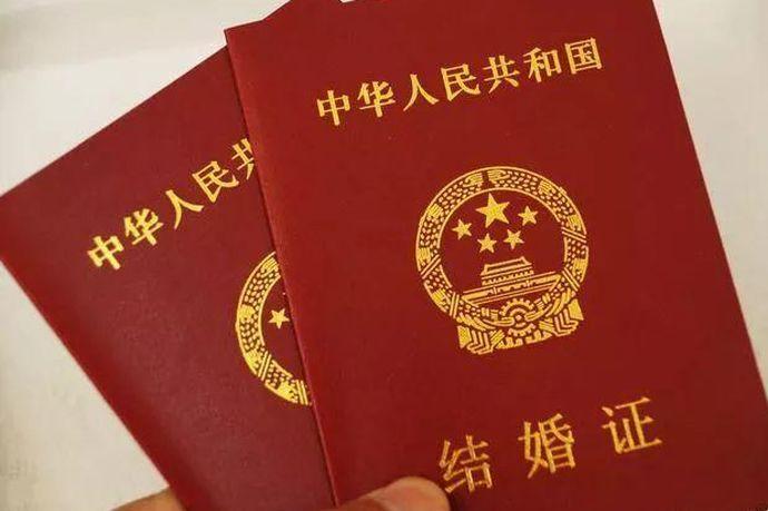 内地居民结婚,男女双方应当共同到一方当事人常住户口所在地的婚姻登记机关办理结婚登记。中国公民同外国人在中国内地结婚的,内地居民同香港居民、澳门居民、台湾居民、华侨在中国内地结婚的,男女双方应当共同到内地居民常住户口所在地的婚姻登记机关办理结婚登记。