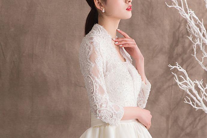 在结婚的时候,每一个女生都有一个梦想,穿上一条洁白神圣的婚纱,嫁给自己最爱的那个人,接下来就和小编一起欣赏一下白色最美婚纱图片大全。