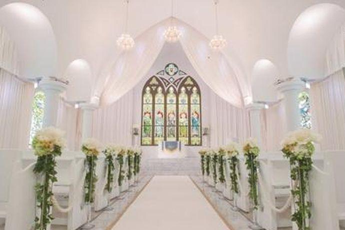 现在有许多人都喜欢办一场教堂婚礼,但是有许多人不知道办一场教堂婚礼的费用大概是多少,那么今天中国婚博会小编就给大家介绍一下在北京办一场教堂婚礼的费用。