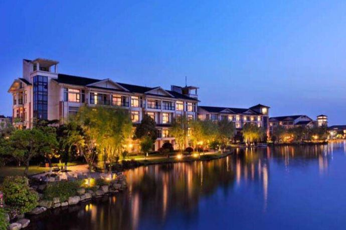 """俗话说""""上有天堂,下有苏杭"""",杭州是个适宜居住的城市,很多""""新杭州人""""都会选择在举办婚礼,这时候很多人都会询问在杭州办婚宴多少钱一桌,婚芭莎小编今天就给大家介绍一下杭州酒店的均价。"""
