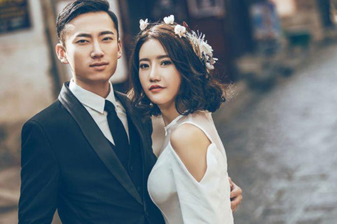 艾特婚纱摄影婚纱摄影是长沙的一家比较知名的婚纱摄影机构,很多人在选择时还是有一定的疑虑,害怕拍摄效果或者后期服务不好。下面就和小编一起来看一看艾特婚纱摄影婚纱摄影怎么样个问题吧。