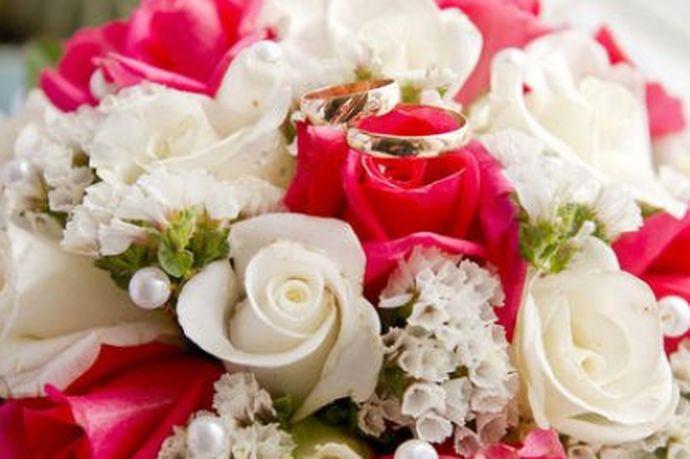 很多人在结婚之前都会做一个相关的预算清单。大部分的人都希望自己能够举办一场完美的婚礼,今天中国婚博会小编就为大家带来结婚大概要花多少钱?