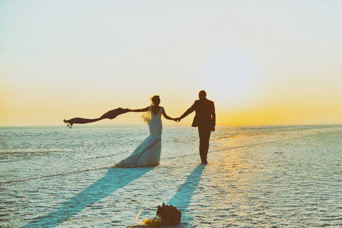 越来越多的新人喜欢旅拍婚纱照,不仅可以记录自己最美的瞬间,还可以和心爱的人一起去旅行,增进两人的关系,变得更亲密。但是大部分新人都不知道该去哪些地方旅拍?不如看看其他的新娘们都去哪里拍吧!