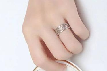 女孩子戒指戴哪只手