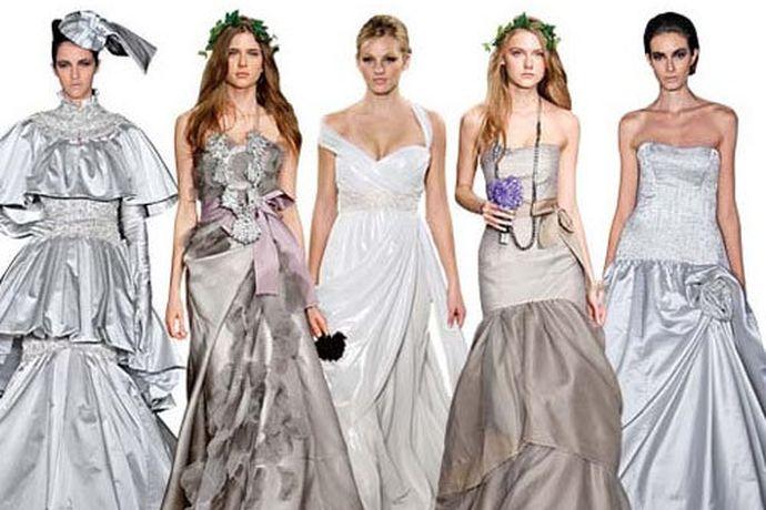 女孩子在生活中参加一些比较重要的典礼的时候,总是会根据自己的实际情况挑选一些礼服。在当今的市场中有很多个不同的品牌以及款式,今天中国婚博会小编就为大家带来好看的礼服款式。