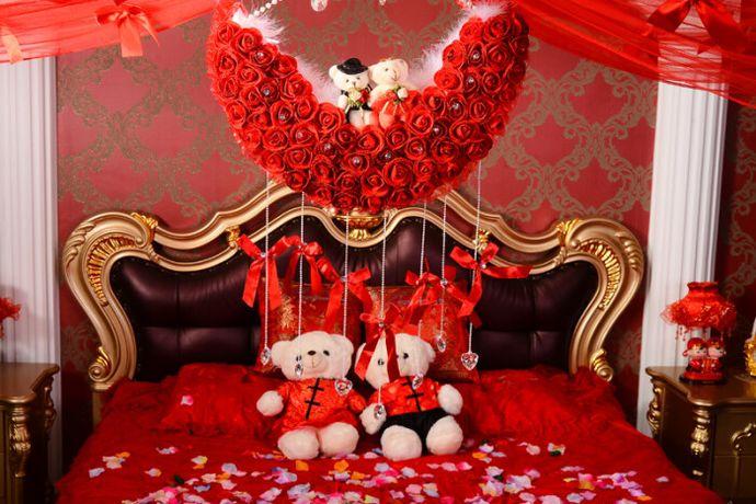 结婚是人生中的一件喜事,在婚礼的布置上怎么能够少得了气球的存在呢?今天中国婚博会小编就为大家带来气球布置婚房图片大全。需要了解的可以看看下面的文章。