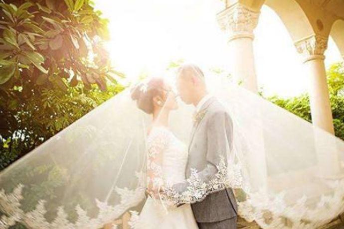 婚姻是关乎两个人一辈子的大事了,而一场完美的婚礼是两个人美好婚姻的开始。在我们中国一直以来结婚都有很多的规矩礼节,大家是不容忽视的。那么女孩结婚需要准备什么东西呢?接下来跟着小编一起来看一下吧。