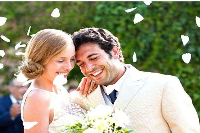婚姻可以说是每个人都会经历的事情,因为一定的缘分,两个人从相知相识再到相爱,感情稳定了就会选择结婚了。