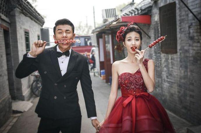 北京作为我国的首都,也是政治和文化的中心。对于一线城市来说,北京无论是房价还是消费水平都比较高。有不少年轻人选择在北京工作、结婚,那么你知道在北京拍婚纱照多少钱吗?下面婚芭莎小编就带大家来了解一下。