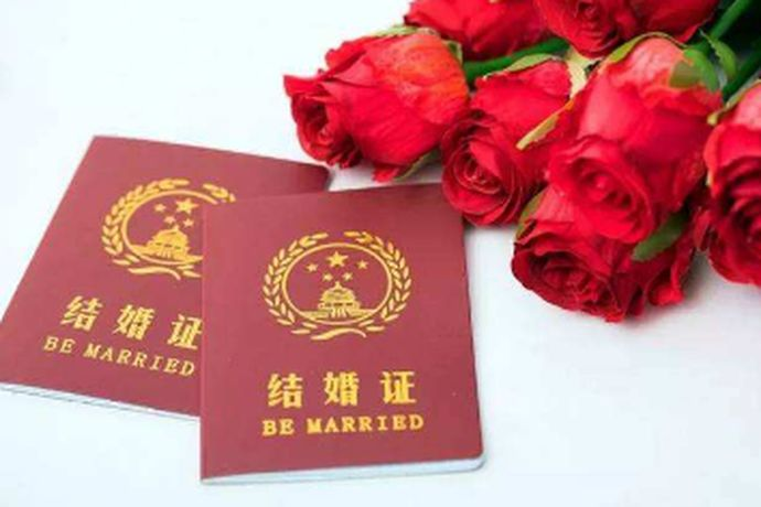 我们都知道在中国想要成为合法的夫妻就必须要去领取结婚证,结婚证是一个非常重要的证件。想要领取结婚证时,很多新人会有疑问,领取结婚证是不是要婚检。今天中国婚博会小编就为大家带来办结婚证是不是要体检?