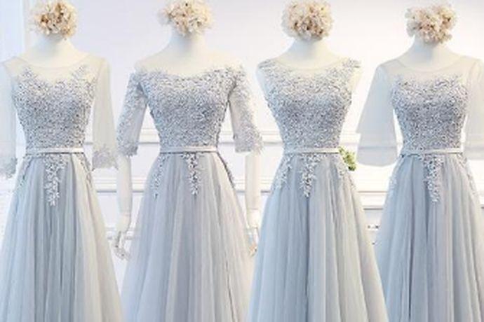 在婚礼上,伴娘礼服最好要比新娘的礼服颜色稍浅一些,颜色以暖色调为主。性感而又不失素雅的粉色礼服自然是首选,除此之外蓝色也是不错的选择。紫色或者香槟色也是可以的。