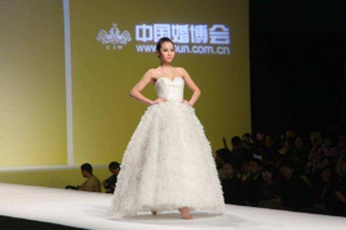 对于即将结婚的北京新人们来说,参加婚博会是备婚过程中的一个明确选择,可以轻松、快捷的一站式完成备婚。下面来看一下北京婚博会索要电子门票的流程以及2021年北京婚博会开展时间。