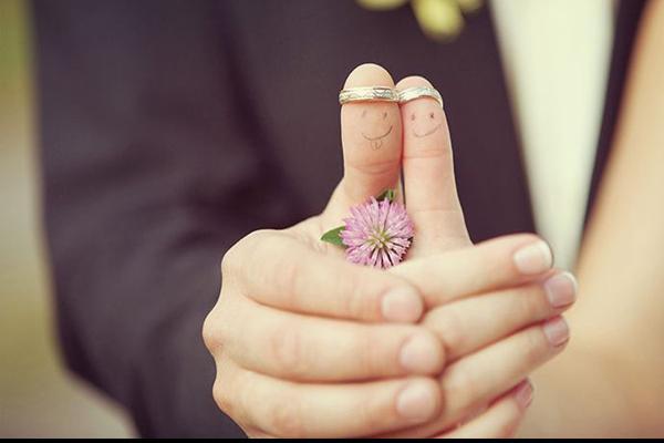 十个手指戴戒指的意义