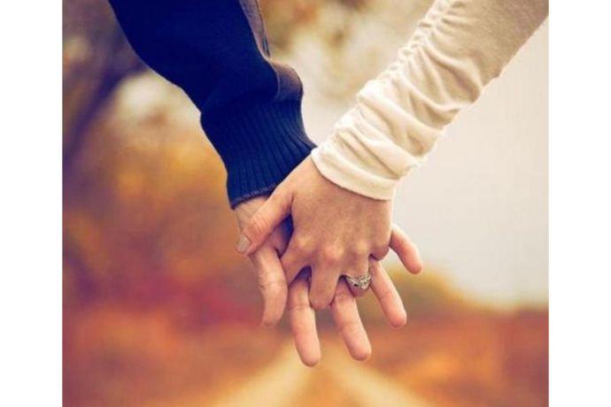 开放式婚姻是特殊形态存在的一种的婚姻关系,是建立在双方有同等权利、同等自由的基础上,是建立在对彼此的倾慕以及信任基础上,仍保持一夫一妻制但不受限制,互相可以去找其他性伴侣,互相不进行婚姻情感关系约束,对性生活采取随意方式而不进行过多干涉。那开放式婚姻怎样看待呢?