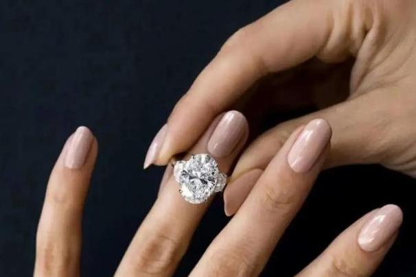 钻石戒指怎么选购?