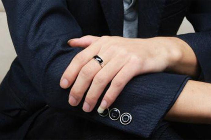 欧洲码70号。手指7厘米也就是手指周长是70mm,港码戒指尺寸的戒指周长在46mm-66mm之间,美号戒指尺寸的周长范围在49.3mm-67.2mm之间,欧版戒指尺寸的周长范围在40mm-75mm之间。因此港版和美号都没有周长70mm的戒指,可以选择定制戒指或者选择欧版戒指70号。
