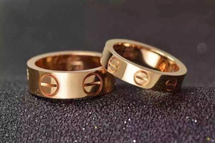 法国。卡地亚(Cartier )是一家法国钟表及珠宝制造商,于1847年在巴黎创办。发展至今,已成为世界珠宝、腕表及配饰领域的翘楚,受到世界各界名流的喜爱和追捧。