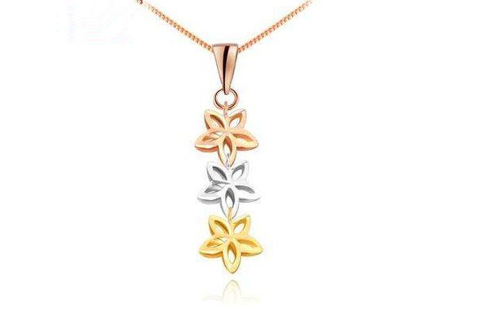 au750项链是指项链是由含有75%黄金和25%其它金属组成的合金制成的,俗称18K金。由于含有25%的其他金属,所以au750项链不仅硬度大,易加工成各种复杂的款式,而且颜色多样,如白色、淡黄色、粉红色(玫瑰金)。au750项链的卖点是工艺款式,因此多按件售卖。