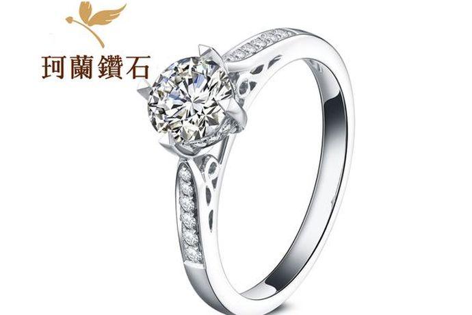 珂兰钻石是国内首批从事电子商务钻石销售的专业珠宝品牌,钻石是从南非采购一手钻石,每一颗30分以上的裸钻具有GIA或者HRD等国际权威鉴定机构的鉴定证书。因此只要是通过正规渠道购买的珂兰钻石都是真的钻石。