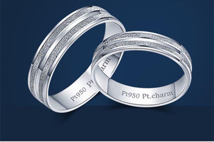 对戒结婚前可以带,对戒分为情侣对戒和结婚对戒,对于情侣对戒来说,什么时候戴都可以。而对于结婚对戒来说,通常是在二人结婚的时候和婚后佩戴。